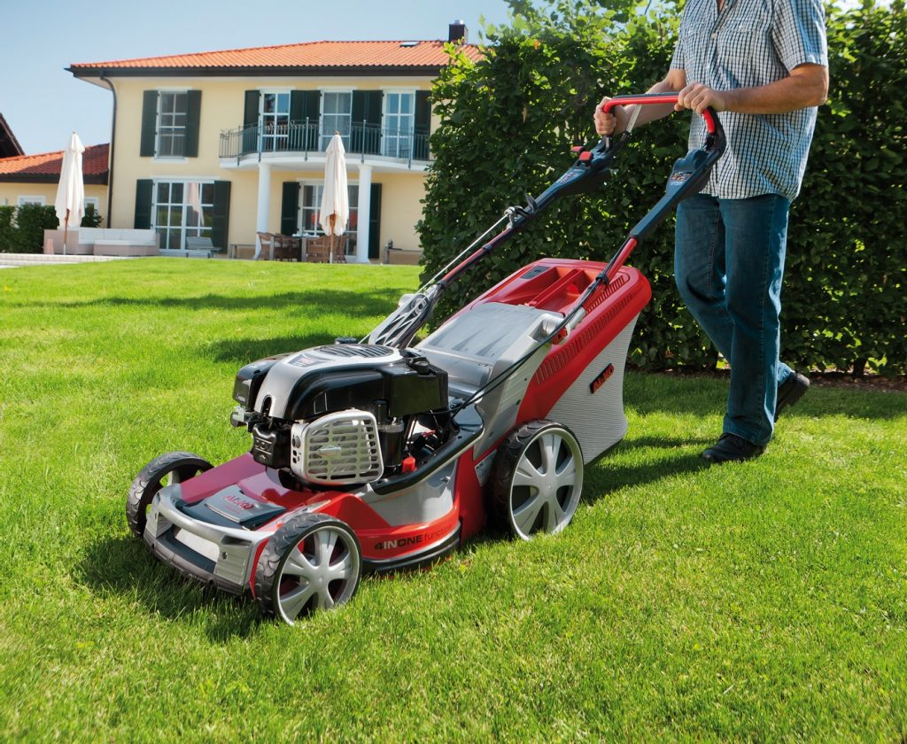 Petrol lawn mowers for every garden: German engineering for your lawn.